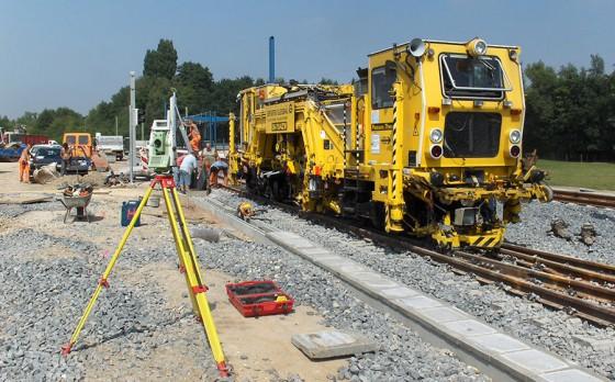 Vermessungsarbeiten für den Gleis-, Tief- und Hochbau